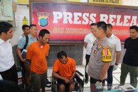 Polisi tembak mati perampok minimarket melecehkan  karyawati
