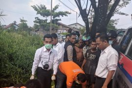Warga dihebohkan penemuan mayat di Jalan Trans Kalimantan