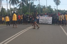 Gubernur Papua Barat tekankan warga akhiri aksi demonstrasi