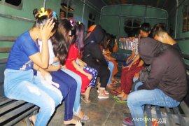 Polres Bengkalis ringkus mucikari tawarkan anak di bawah umur