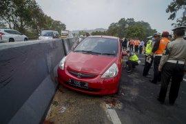 Olah TKP Kecelakaan Beruntun Tol Cipularang