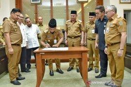 Gubernur dorong percepatan pembangunan Jembatan Pulau Laut