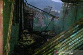 Kebakaran di Kampung Segog Sukabumi satu orang terluka bakar