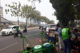 Anies Baswedan: PKL boleh berjualan di atas trotoar
