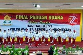 Personil Polwan Polda Maluku juara paduan suara nasional