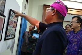 Rektor ISBI Tanah Papua luncurkan buku kiprah sang istri