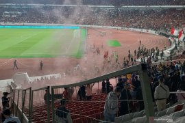 FT: Indonesia 2 vs 3 Malaysia, suporter Malaysia berlarian selamatkan diri