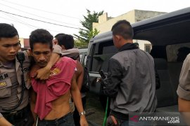 Polisi tangkap 12 orang di kampung narkoba