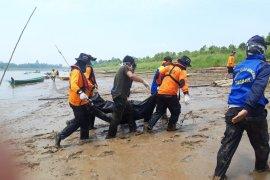 Korban tabrakan speedboat Kapuas Hulu ditemukan tenggelam bersama bagian speedboatnya