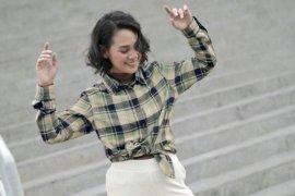 Menjadi tren di Jakarta,   inilah inspirasi tampil stylish dengan kemeja flannel UNIQLO ala Andien dan Asmara Abigail