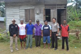 Polres Paser Kunjungi Warga Papua