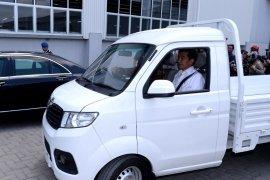 Jokowi jajal mobil angkut buatan Esemka