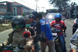 Jurnalis Ketapang bagikan ribuan masker