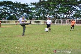 Letkol Akbar buka Turnament Sepak Bola Old Crack U-35 Kodim 0212