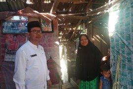 """Pemkab Aceh Jaya bantu keluarga Herman yang tinggal di rumah """"reot"""""""