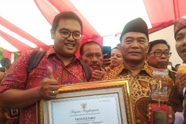 Wartawan ANTARA Riau raih penghargaan lomba jurnalistik Hari Aksara