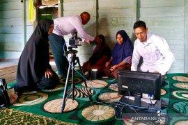 Disdukcapil Aceh Tengah sambangi warga sakit puluhan tahun