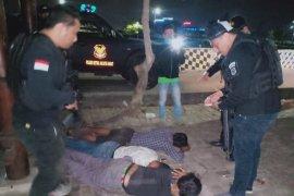 Dua jambret bersenjata tajam dibekuk Polres Metro Jakbar