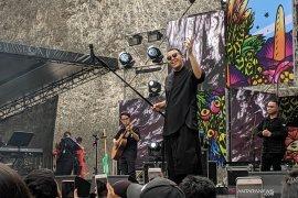 Tulus tersenyum saksikan antusiasme penonton Bali dalam Soundrenaline 2019