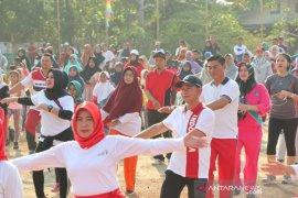 Ratusan warga Bangka ikuti jalan sehat dan Tari Bedincak