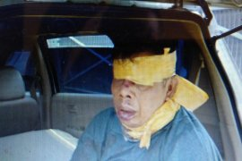 Polisi temukan pria disekap dalam mobil, tangan terborgol