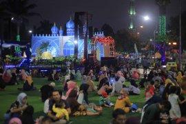 Dipadati pengunjung, stan bazar dan kuliner di Festival Al Azhom