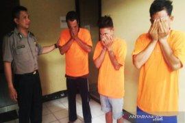 Kapolsek Banjarmasin Utara pimpin penggerebekan rumah pemakai narkotika