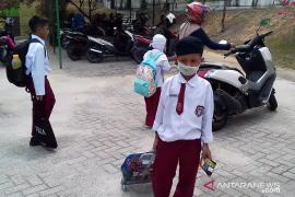 Karhutla Riau - Sudah ada sekolah di Pekanbaru libur karena asap