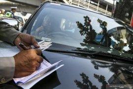 Delapan pengendara berplat nomor palsu di Jatinegara ditilang polisi