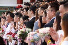 99 pasangan nikah massal di Malaysia menikah pada tanggal keberuntungan
