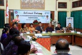 Bupati Suwirta ingatkan pelayanan kesehatan tidak hanya obat