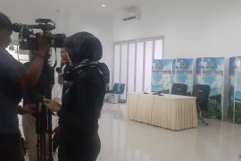 Anies Baswedan menyebut kondisi kesehatan Habibie cukup berat