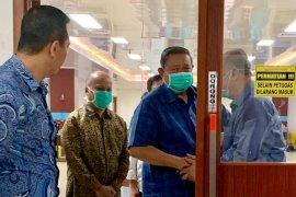SBY jenguk dan doakan  BJ Habibie