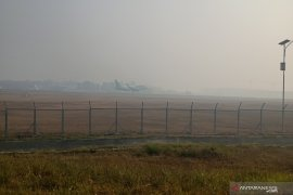 Penerbangan di Bandara Syamsudin Noor tertunda akibat asap