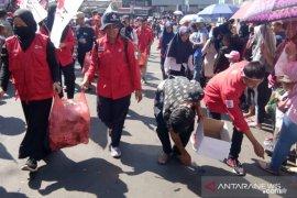 PMI Cianjur mengajak masyarakat kurangi penggunaan plastik