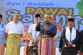 Presiden Dunia Melayu Dunia Islam Terpukau Festival Sarungan