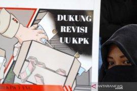 Aksi dukung revisi UU KPK Page 2 Small