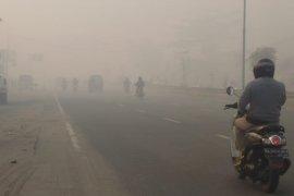 Kabut asap mulai masuk rumah penduduk