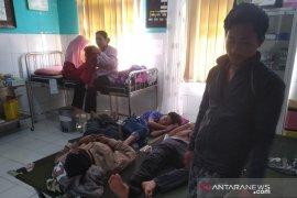 Puluhan warga Kampung Pangkalan Sukabumi keracunan makanan