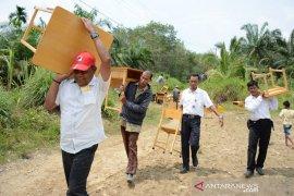 Disdikbud Aceh Timur antar puluhan set mobiler ke SDN Alue Labu