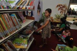Dinas Perpustakaan Surabaya tambah 66 taman bacaan masyarakat