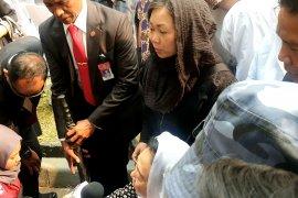 Sinta Nuriyah Wahidcerita diberi kurma BJ Habibie