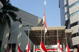 Bendera setengah tiang untuk BJ Habibie dikibarkan Lembaga Riset