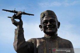 Gubernur Gorontalo ikuti seluruh proses pemakaman almarhum Habibie