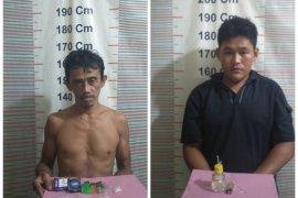 Dua pemilik sabu-sabu ditangkap Polsek Salapian Langkat di warung kopi
