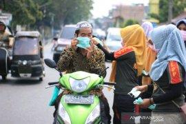 Pemkot Padangsidimpuan bagikan masker kepada masyarakat