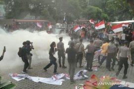 Massa demo ricuh di gedung KPK
