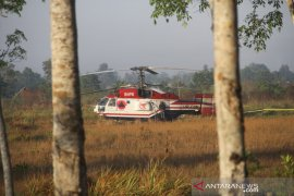 Helikopter Water Bombing Mendarat Darurat