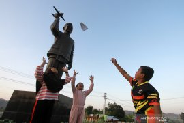 Monumen BJ Habibie di Gorontalo ramai dikunjungi warga