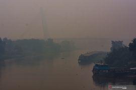 "Kabut asap makin pekat, warga heboh jembatan Siak ""hilang"""